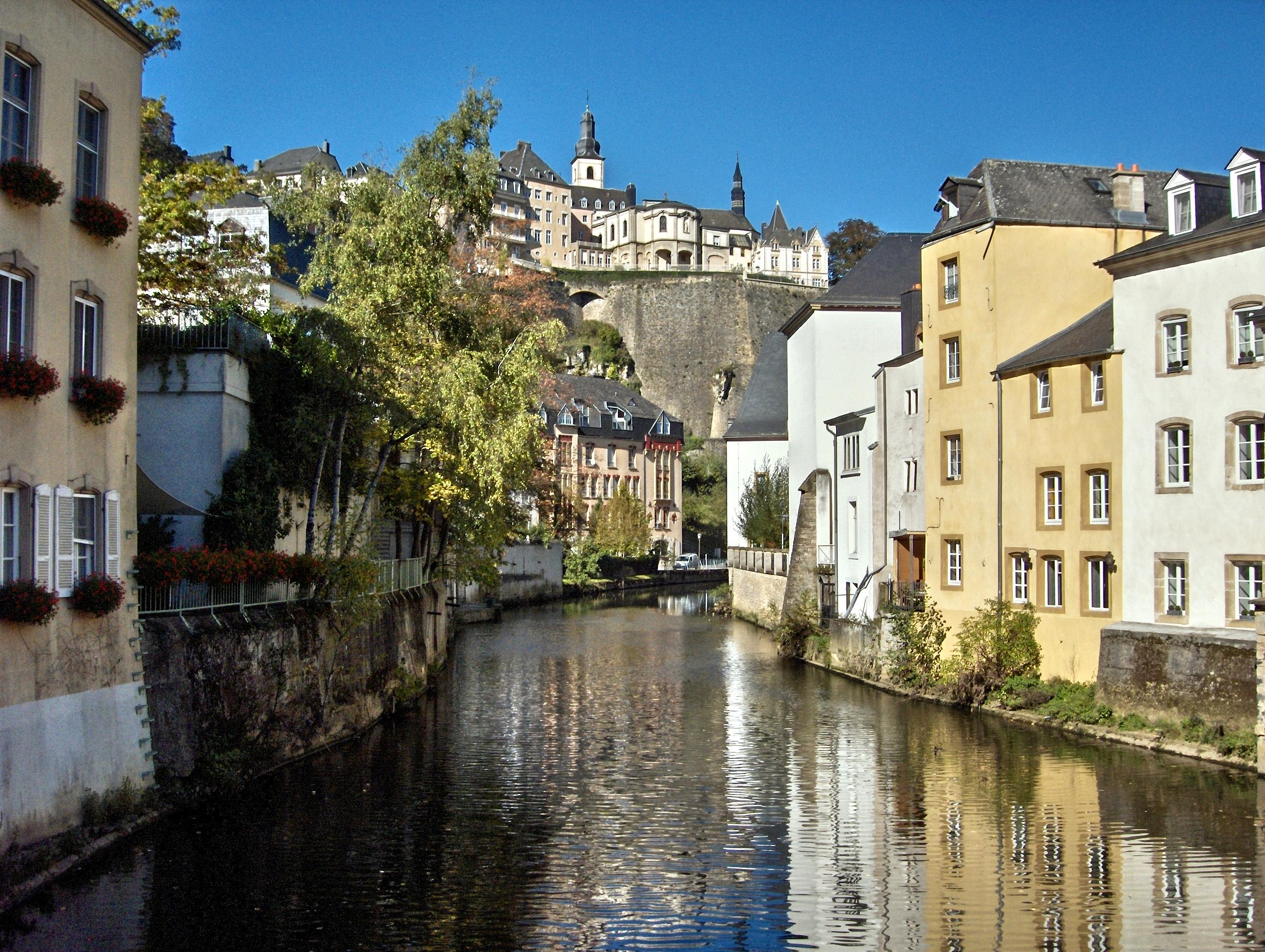 Luxembourg l alzette dans la ville basse luxemburg for Piscine luxembourg ville