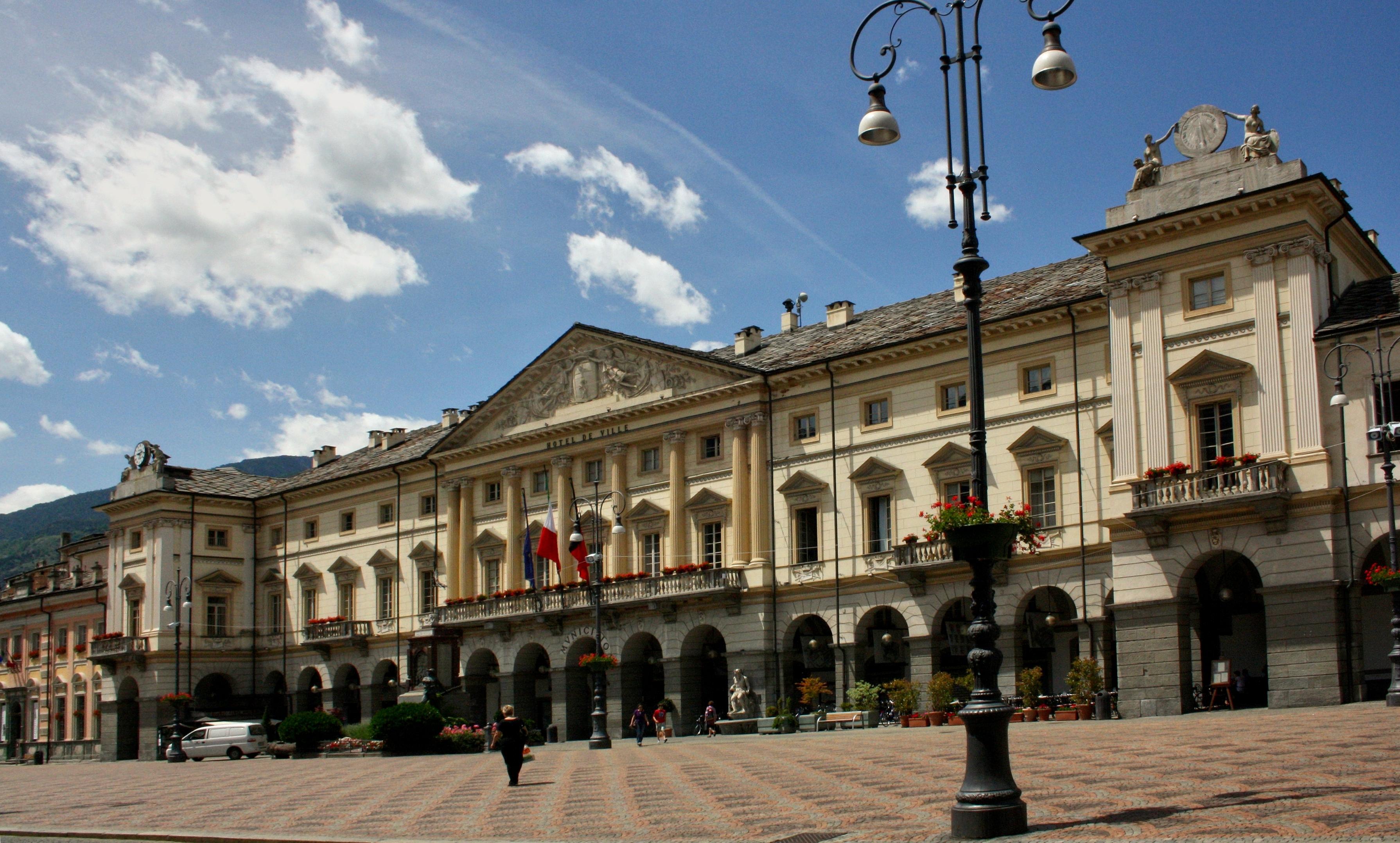 Hotel Foyer Aosta : Aoste aosta l hÔtel de ville place chanoux il